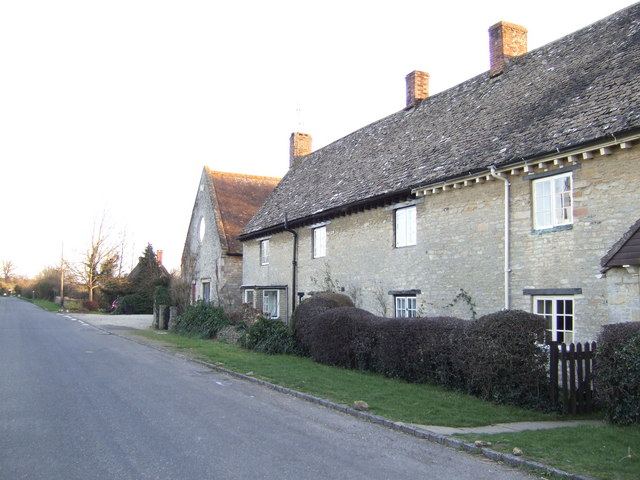 Cottages near Margery Cross