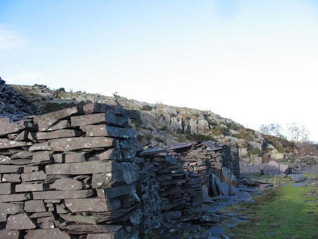 'Waliau 'at Y Ddol Quarry