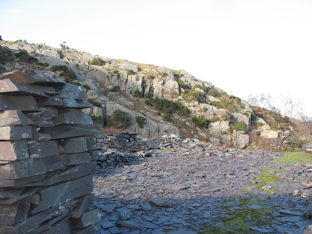 'Clwt Peilio' - Slate stacking yard in the lower working area of Y Ddol