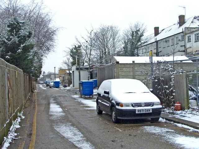 Service Road behind Bramley Parade, N14