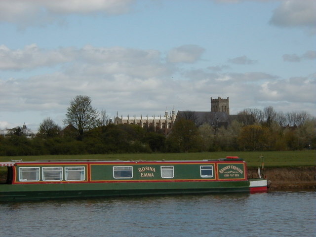 Narrowboat moored to The Brocas, Eton