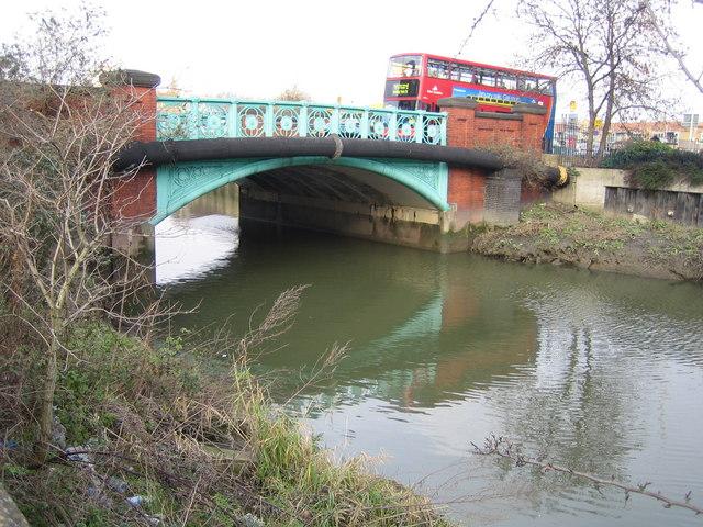 River Roding: A124 London Road bridge in Barking