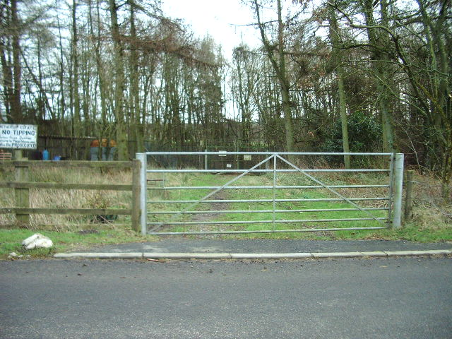 Gate to Sewage works at Moat Common