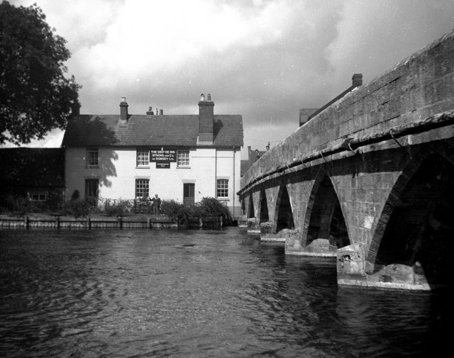 George Inn and Avon Bridge, Fordingbridge, Hampshire.