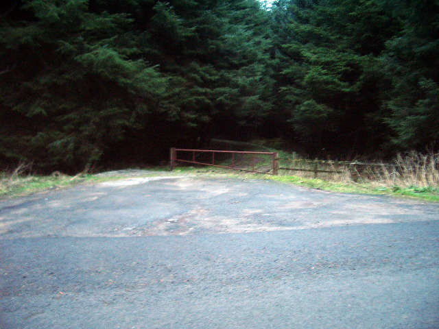 Access gate to plantation