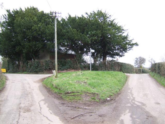 Lane junction at Pen-yr-heol