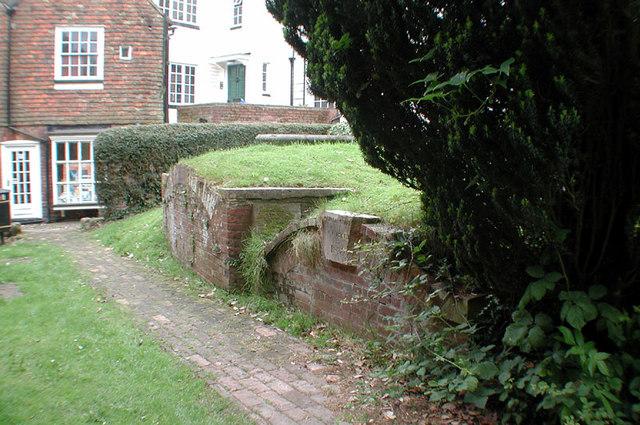 St Mildred, Tenterden, Kent - Churchyard