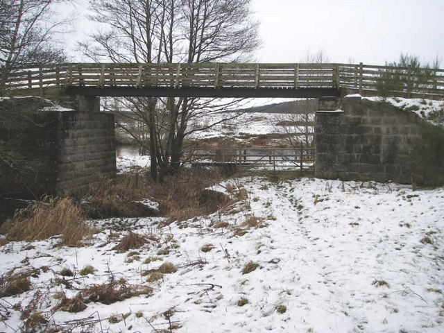 Footbridge taking Speyside Way over old railway bridge