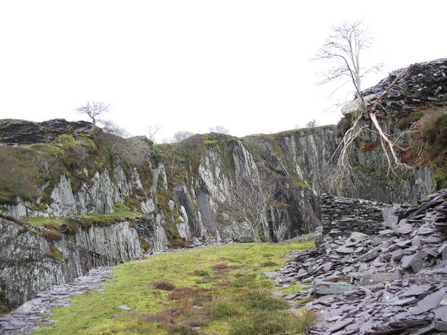 The eastern wall of Cook pit west