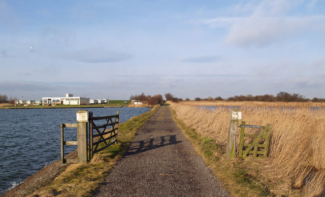 Track to the Humber Bank
