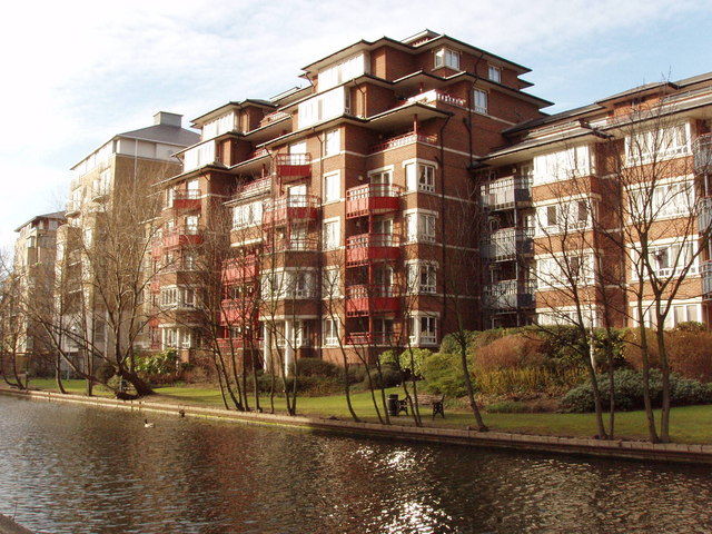 Flats by Grand Union Canal, Maida Vale