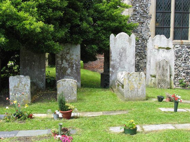 St Mary the Virgin, Woodnesborough, Kent - Churchyard