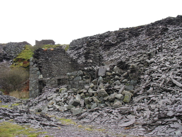 Ruined double-storeyed building on the old reduction level