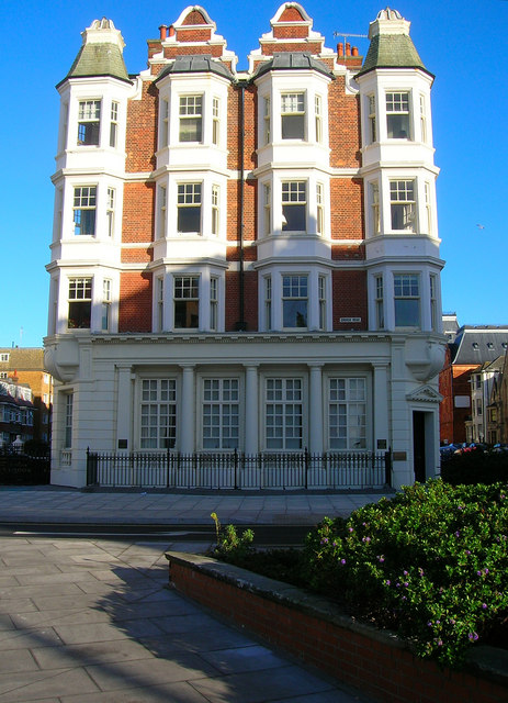 Gwydyr Mansions, Church Road