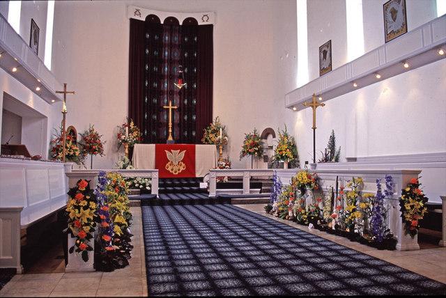 Interior of St Thomas's Church, Prince George Avenue, N14