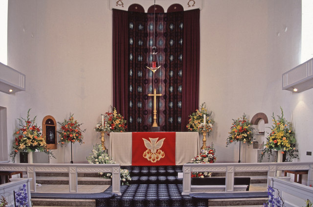 Altar, St Thomas's Church, Prince George Avenue, N14