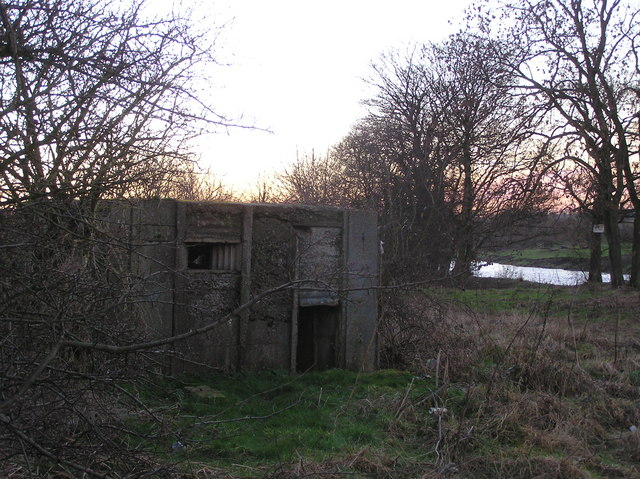 WW II  Pill box : Blackwell Holme : River Tees