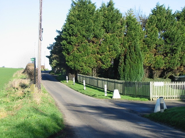 Entrance to Homeside Farm on road to Beacon Hill