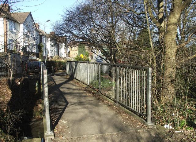 Footbridge over the Houndsden Gutter between Nestor Avenue and Deepdene Court, N21