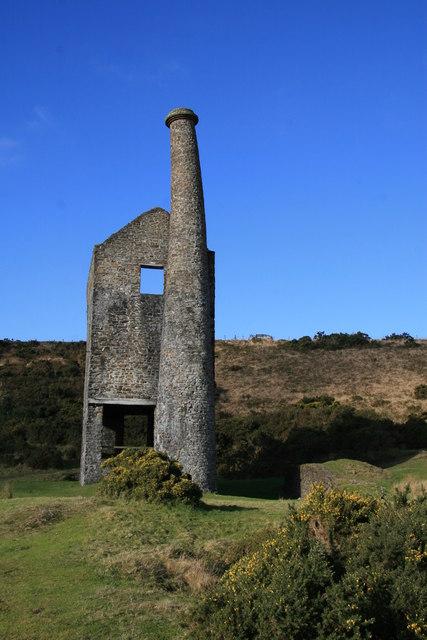 Bendy chimney - Wheal Betsy