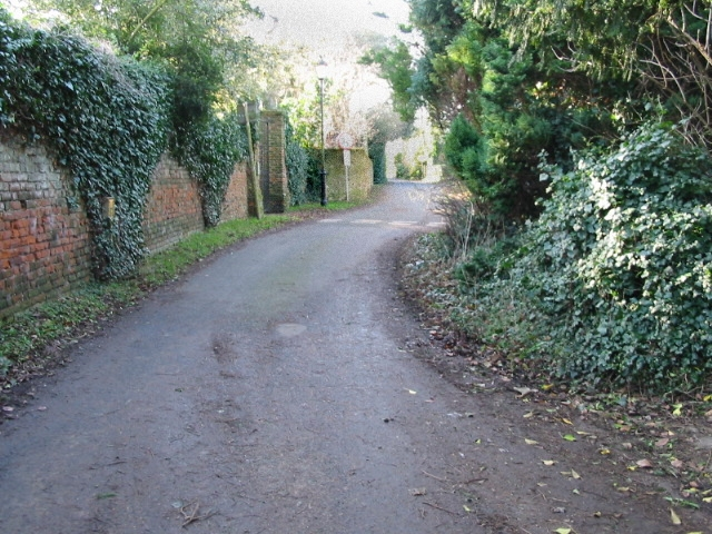 Looking SW along lane leading from Church Farm