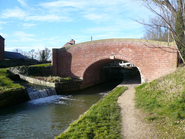 Chesterfield Canal - Bridge at Cinderhill showing Overflow