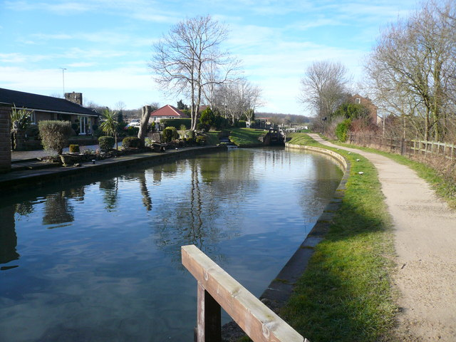 Chesterfield Canal - View towards Quarry Lock No 35