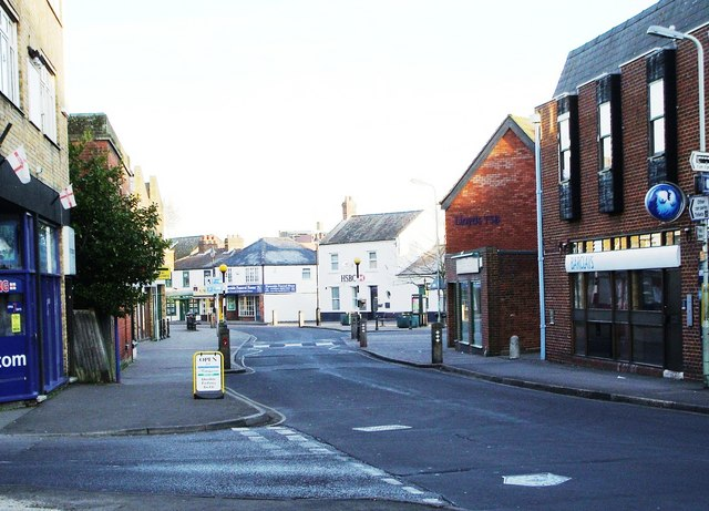 New Road leading into Hythe Village