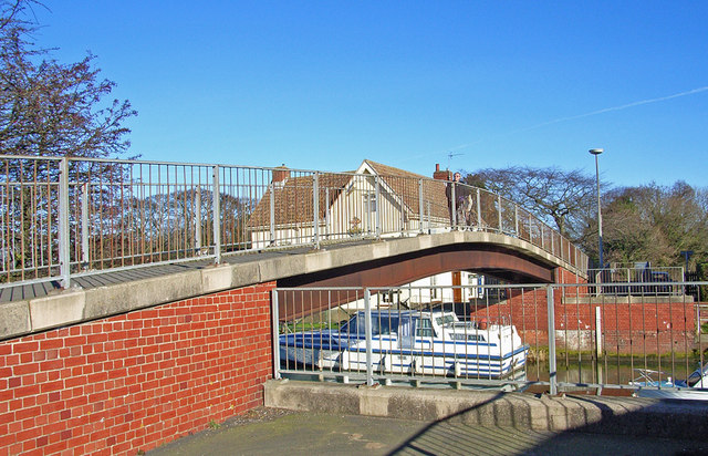 Footbridge over the River Hull