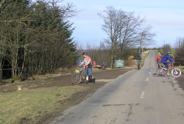 Downhill Mountainbikers : Windy Bank Road : Hamsterley Forest