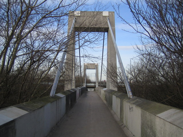 Thamesmead: A2016 Eastern Way footbridge