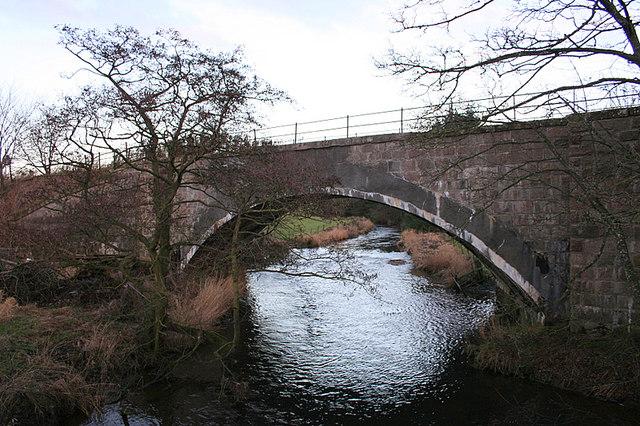 Railway bridge over the Urie at Milton of Inveramsay.