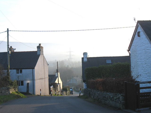 Houses half-way down Allt Pont-rhythallt
