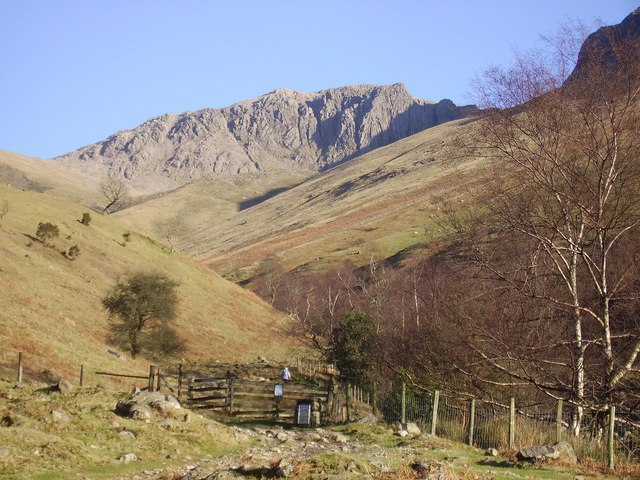 Lingmell Gill and Pikes Crag