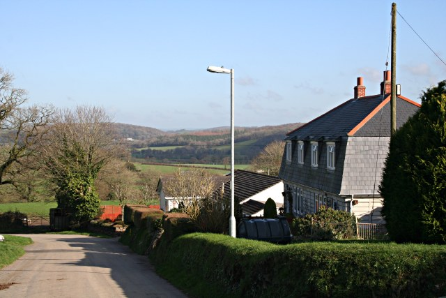 Houses in Lawhitton