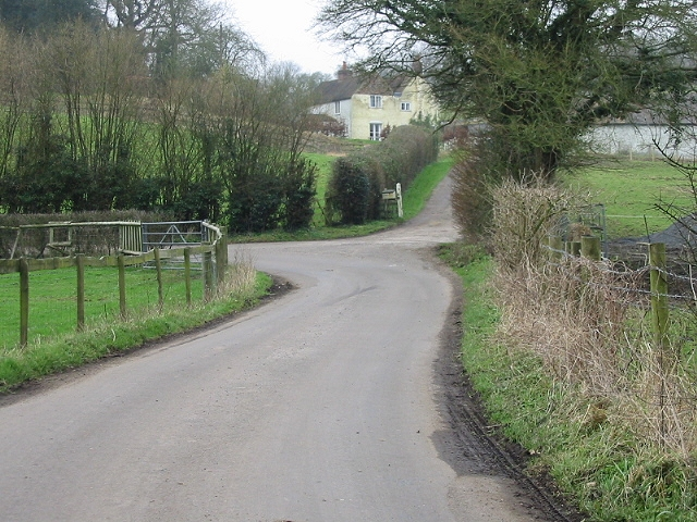 Fryarne Park on sharp bend, Pett Bottom Road