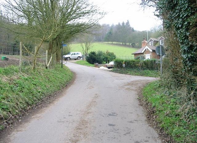 Pett Bottom Road junction near Lynsore Court