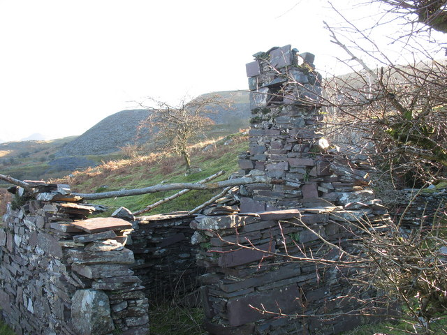A ruined weighing house at Twll Coch Quarry