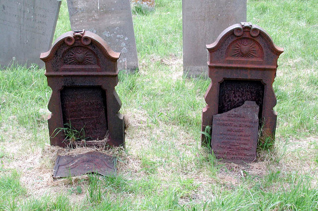 St Mary, Long Wittenham, Berks - Churchyard