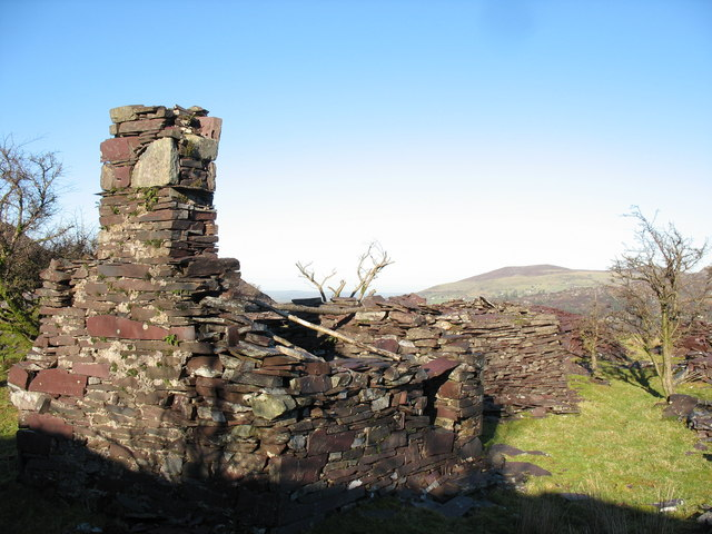 Ruined buildings at Twll Coch Quarry