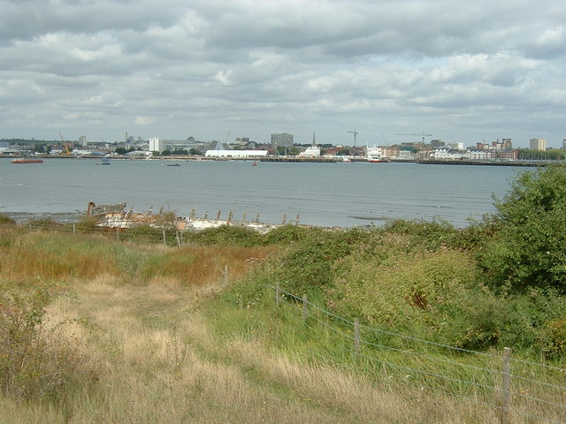 Marchwood Foreshore looking toward Mayflower Park, Southampton