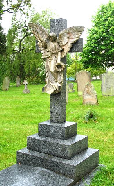St Mary, Stratfield Mortimer, Berks - Churchyard