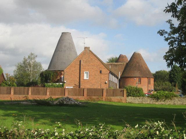 Moastly Oast, Mill Lane, Yalding, Kent