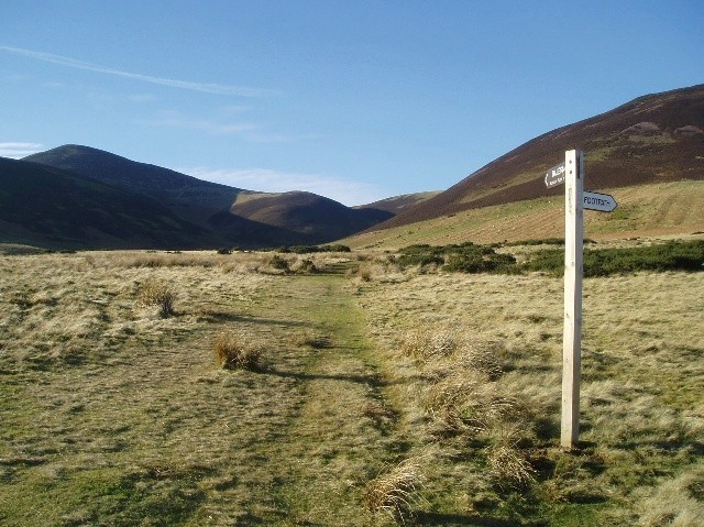 Signpost on Kirk Road footpath
