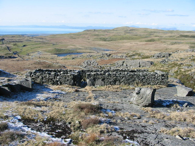 Sheepfold above  Llyn Eiddew Bach