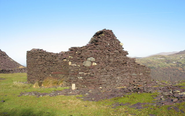 Ruined drum house at the top of No 2 pitch of the Ffridd Incline