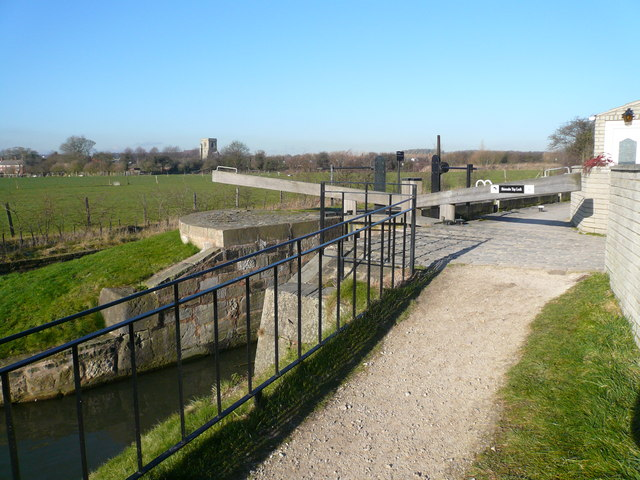 Chesterfield Canal - Top Lock No 42