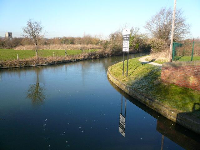 Chesterfield Canal - Shireoaks Marina Entrance