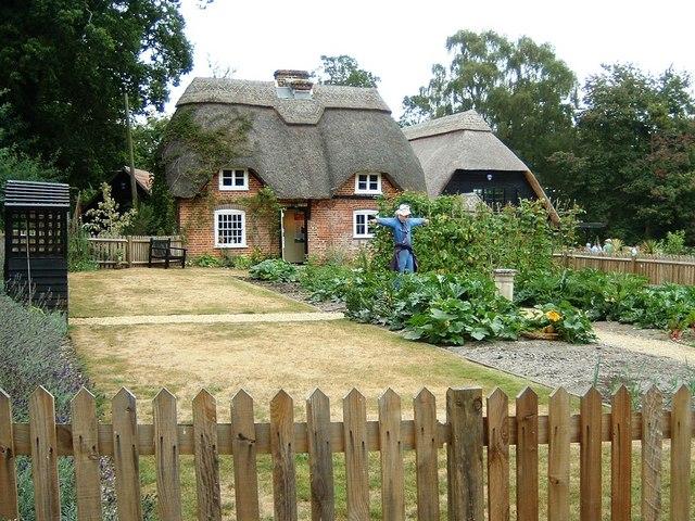Furzey Gardens: Thatched Cottage and garden