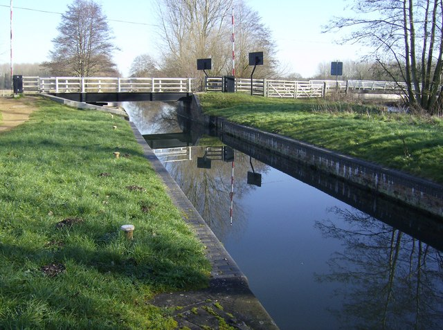Ufton Lock and Swing Bridge